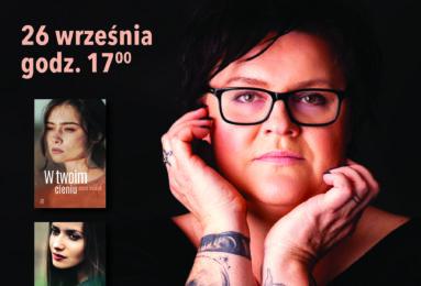 Na plakacie na pierwszym planie zdjęcie autorki, napis